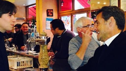 Nicolas Sarkozy a réactivé son compte Instagram, publiant une photo de lui au milieu des clients d'un café.