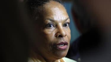 La ministre de la Justice Christiane Taubira plaide pour une politique foncière qui permettrait aux descendants d'esclaves d'avoir accès aux terres, notamment dans les territoires d'outre-mer. /Photo prise le 26 avril 2013/REUTERS/Jean-Paul Pélissier