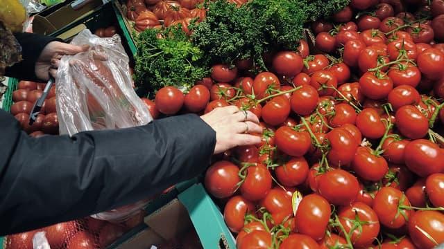 Carrefour veut réduire les sachets plastiques à usage unique.