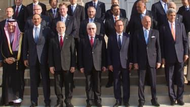 """La communauté internationale, réunie à Paris lundi pour la conférence sur la sécurité en Irak, a promis de soutenir """"par tous les moyens nécessaires la lutte de Bagdad contre l'Etat islamique."""