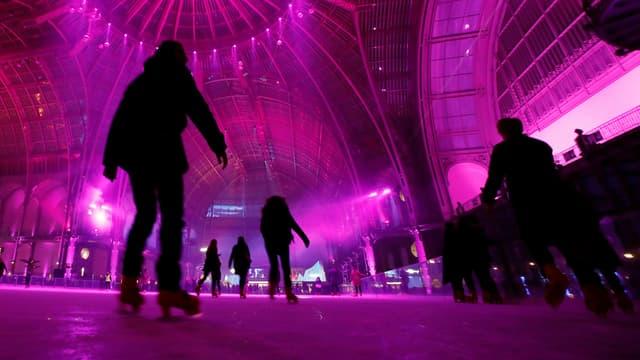 Au Grand Palais, la patinoire est ouverte jusqu'à 2 heures du matin.
