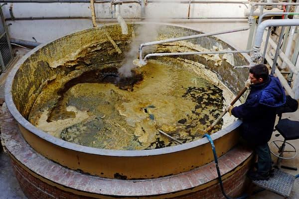 De l'huile, de l'eau et cuite dans ce type de chaudron durant 10 jours, voilà la recette traditionnelle du savon de Marseille.
