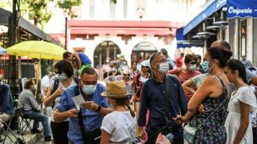 Le port du masque est obligatoire dans certaines zones de Paris, notamment dans le quartier touristique de Montmartre (PHOTO D'ILLUSTRATION).