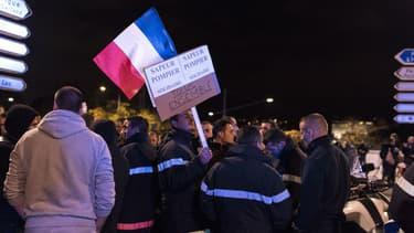 Les pompiers solidaires des manifestations policières, à Lyon, en octobre dernier.