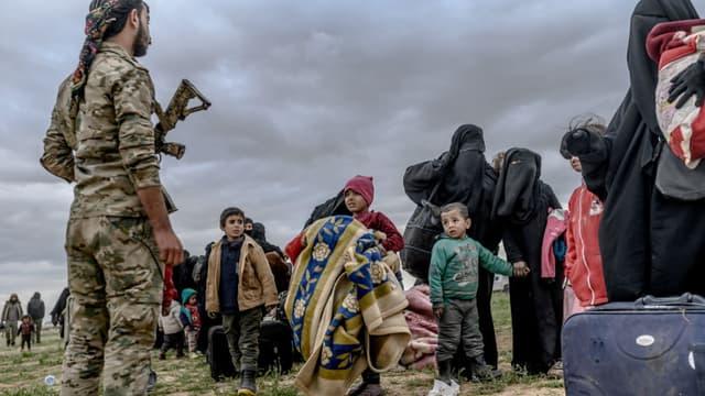 Une dizaine d'enfants orphelins qui se trouvaient dans des campas kurdes ont été remis à la France.
