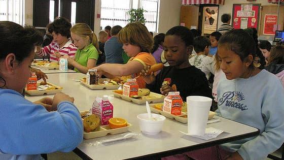 Des programmes visant à promouvoir une alimentation plus saine ont été mis en place dans des écoles américaines.