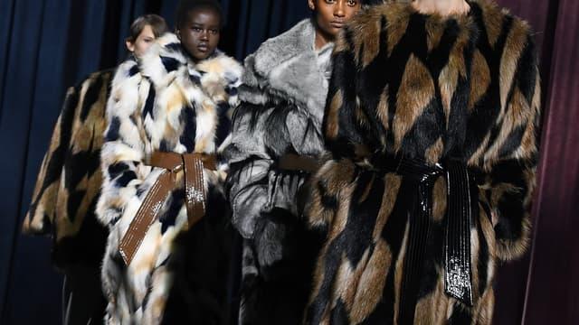 Mannequins défilant lors de la présentation de la collection hiver 2018/2019 de Givenchy, le 4 mars 2018.