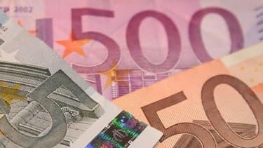 Les trafiquants présumés échangeaient de grosses sommes d'argent.