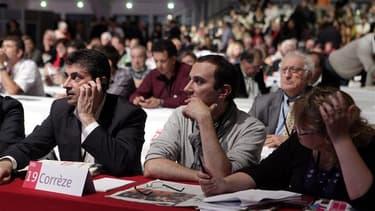 """Militants socialistes corréziens, vendredi à Toulouse, à l'occasion du congrès du PS. Jean-Marc Ayrault a sonné l'heure samedi d'une remobilisation de la majorité face aux attaques de l'opposition et a revendiqué sa méthode visant à forger un """"nouveau mod"""