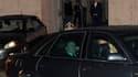 Silvio Berlusconi quitte en voiture le palais présidentiel après une entrevue avec le président italien Giorgio Napolitano. Le président du Conseil a annoncé lors de ce rendez-vous qu'il démissionnerait une fois le budget voté, dit le Quirinal dans un com