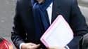 Nicolas Sarkozy jeudi matin devant la clinique de La Muette, dans le XVIe arrondissement de Paris, où son épouse Carla Bruni-Sarkozy a donné naissance mercredi soir à une petite fille.