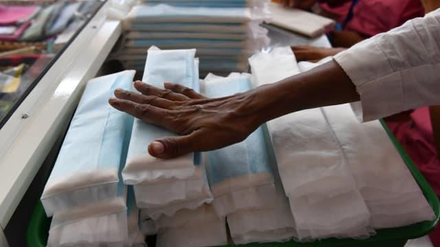 En Inde, la taxe de 12% sur les serviettes hygiéniques a été abandonnée en juillet 2018 - INDRANIL MUKHERJEE / AFP