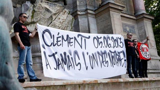 Hommage à Paris à Clément Méric. Le principal suspect, prénommé Esteban, dans la mort du militant antifasciste a été mis en examen samedi soir pour violences ayant entraîné la mort sans intention de la donner et placé en détention provisoire. /Photo prise