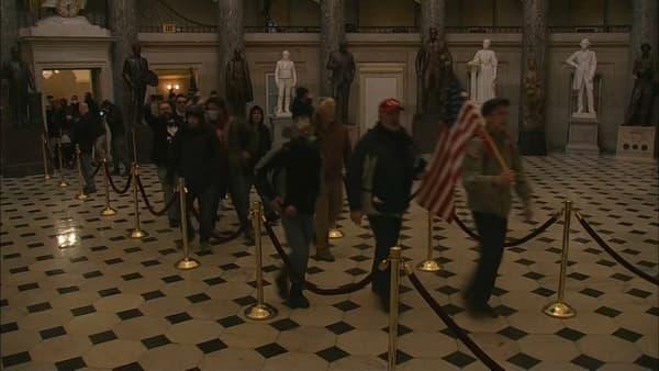 Des manifestants pro-Trump dans le Capitole ce mercredi.