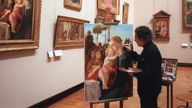 Le Louvre accueille chaque année une centaine de peintres autorisés à copier les toiles de maîtres.