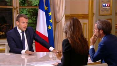 Emmanuel Macron, depuis son bureau de l'Elysée.