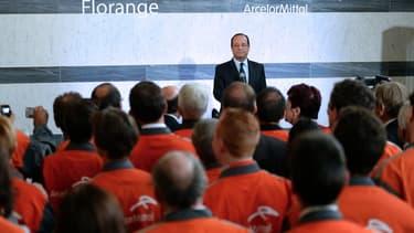 François Hollande devant des salariés d'ArcelorMittal à Florange, le 26 septembre 2013.
