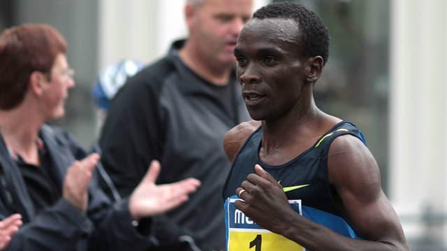 L'athlète kenyan Eliud Kipchoge en 2008