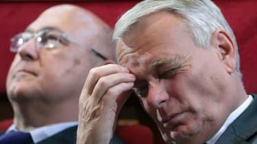 Jean-Marc Ayrault et Michel Sapin  ont tous deux soutenu que l'objectif des 100.000 emplois d'avenir serait tenu.