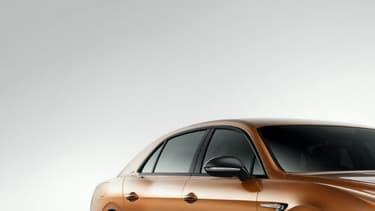 La marque britannique présente ici la version la plus puissante de sa berline quatre portes, avec un petit look façon tuning.