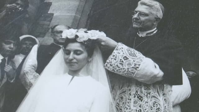 La fête de la Rosière célèbre la vertu d'une jeune femme.
