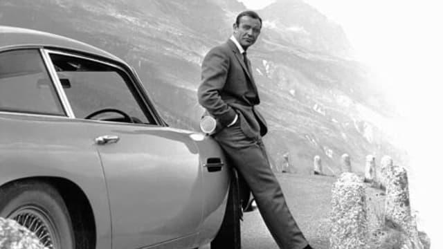 L'Aston Martin DB5, la voiture la plus mythique de James Bond, a notamment été vue dans Goldfinger.