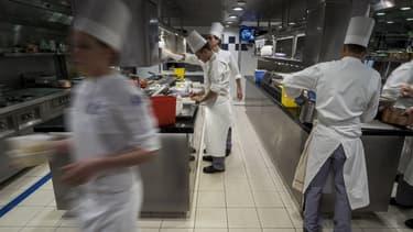 De nombreux restaurants proposent des repas à emporter ou en livraison pendant le confinement.