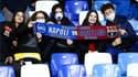 Des supporters en tribunes lors de Naples-Barcelone