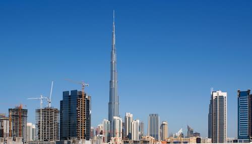 Burj Khalifa est la plus grande tour du monde, mais en 2018, elle sera dépassée par la Jeddah Tower de Djeddah en Arabie saoudite.