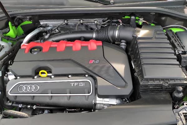 Sous le capot du RS Q3 se trouve un cinq cylindres 2,5 litres de 400 chevaux.