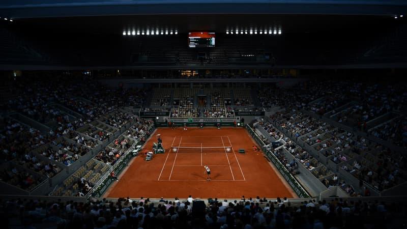 """Roland-Garros: """"On a payé! On a payé!"""" La frustration des spectateurs virés à cause du couvre-feu"""