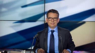 Le présentateur de LCP Frédéric Haziza, lors de la diffusion d'une émission le 14 mai 2013, à Paris