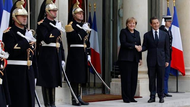 Nicolas Sarkozy a conclu avec Angela Merkel un accord complet sur la gestion des crises dans la zone euro qui sera soumis aux autres dirigeants des Vingt-Sept au Conseil européen qui s'ouvre jeudi à Bruxelles. /Photo prise le 5 décembre 2011/REUTERS/John