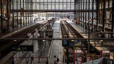 """Les agents de la SNCF exercent leur """"droit de retrait"""" à la suite d'un accident survenu entre un TER et un convoi routier."""