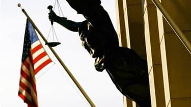 Que Dominique Strauss-Kahn soit condamné ou pas à l'issue de la procédure pénale ouverte à son encontre pour tentative de viol, la victime présumée pourra le poursuivre au civil pour tenter d'obtenir des indemnités. /Photo d'archives/REUTERS/Win McNamee