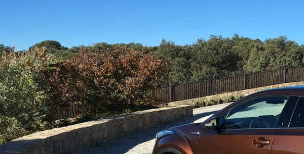 Le CH-R mesure 4,36 mètres de long, soit autant qu'une Renault Mégane. C'est le premier SUV compact ou urbain de Toyota.