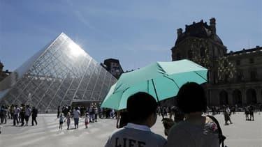 """Sylvia Pinel, ministre de l'Artisanat, du Commerce et du Tourisme considère le secteur touristique comme une carte maîtresse que le gouvernement compte utiliser pour mener à bien son projet de """"redressement productif"""" du pays. /Photo d'archives/REUTERS/Go"""