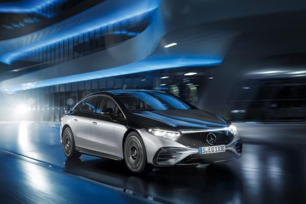 La nouvelle berline électrique reprend la silhouette du concept Vision EQS dévoilé en 2019