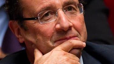 François Hollande a décidé vendredi d'imposer une cure d'austérité au Conseil général de Corrèze qu'il préside pour faire face à l'endettement record de 345 millions d'euros qui frappe ce département rural du centre de la France. /Photo prise le 29 novemb