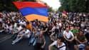 Des manifestants à Erevan contre la hausse du prix de l'électricité le 22 juin 2015.