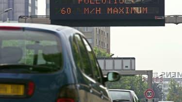 Les automobilistes doivent abaisser leur vitesse de 20 km/h pendant cet épisode de pollution.