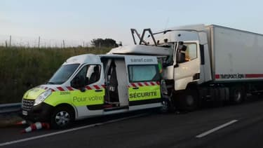 Un véhicule de patrouille accidenté suite à une collision avec un poids lourds sur le réseau Sanef. Depuis le début de l'année, le nombre d'accidents de ce type a doublé