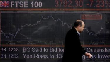 Les grands patrons du FTSE 100 gagnent en moyenne 6,75 millions d'euros par an.