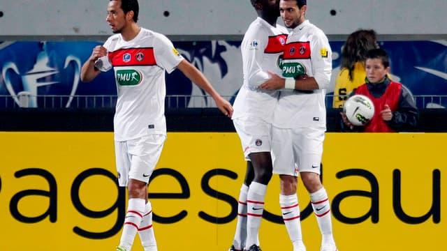 Pastore félicité par Sissokho et Nene après l'ouverture du score