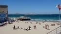 La plage des Catalans, à Marseille, est fermée depuis lundi pour cause de pollution aux bactéries. Une directive européenne contraint la mairie à accélérer la lutte contre la pollution des eaux de baignade.