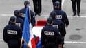 Plusieurs centaines de policiers ont rendu lundi un dernier hommage à leur collègue décédé jeudi après avoir été grièvement blessé par balles, fin novembre, lors d'une fusillade avec des malfaiteurs à Vitrolles (Bouches-du-Rhône). /Phot prise le 12 décemb