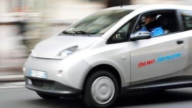 2.000 Bluecar sont disponibles à la location dans Paris.