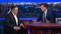 Elon Musk (à gauche) discute avec Stephen Colbert, au Late Show.