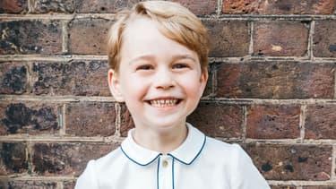 Le prince George pose au baptême de son frère Louis