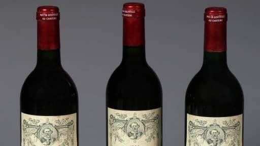 Ces bouteilles de Pétrus sont estimées entre 2.200 et 2.500 euros.
